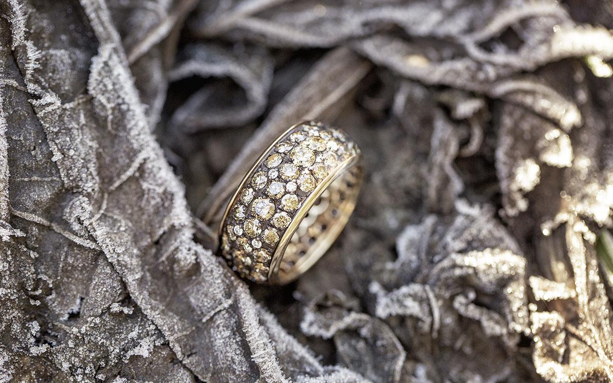 Close-Aufnahme eines Rings aus dem LEHNSTEIN-Imagefilm über Uli Milz Juwelenbaukunst