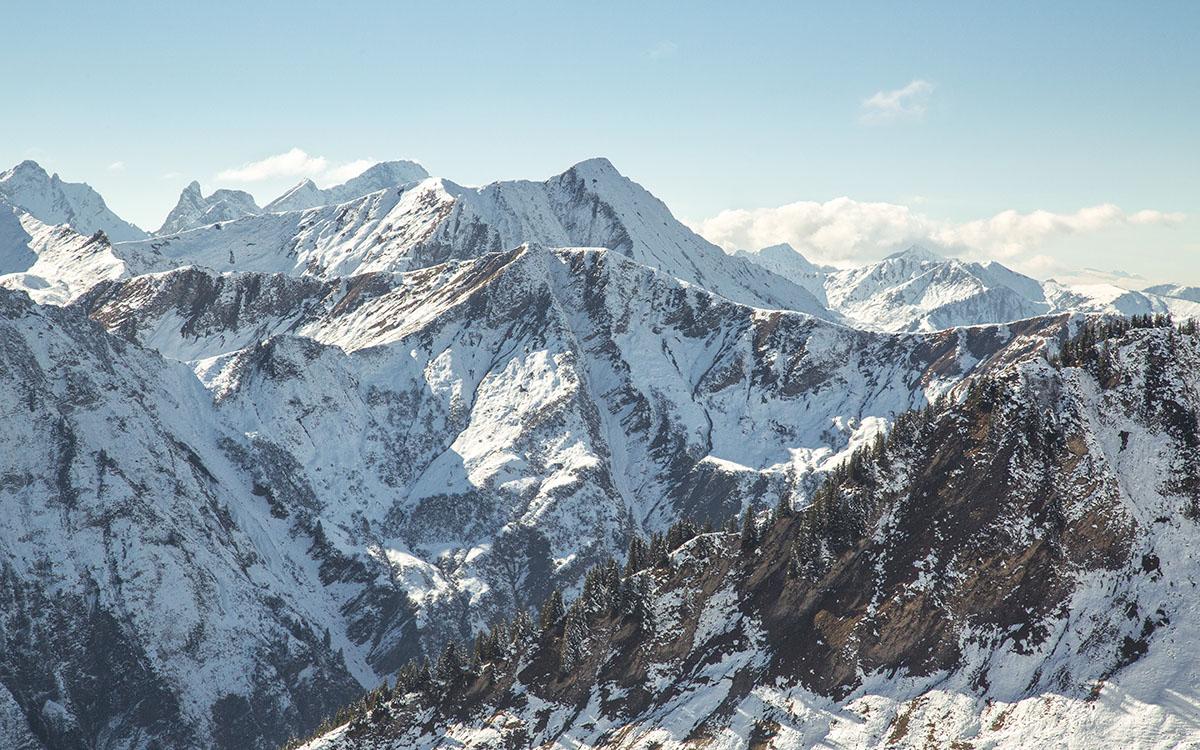 Ein beeindruckendes Bergpanorama aus dem Imagefilm über Uli Milz Juwelenbaukunst von LEHNSTEIN