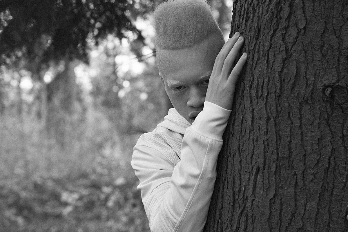Der einzigartige Look von Model Boris unterstreichtden mysteriösen Stil des Films