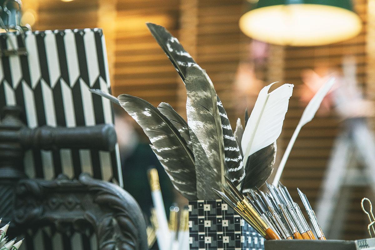 Ein paar der Werkzeuge von Joy und Julie von Makerie Studio aus dem Imagefilm von LEHNSTEIN